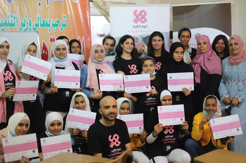 At the Jordanian Association for Supporting the Children of Gaza Charity  'Abu-Ghazaleh' Concludes Programming Training Course for Girls in Jerash