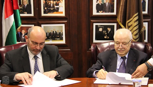 HE Dr. Talal Abu-Ghazaleh and Eng. Nidal Al-Bitar, CEO of Intaj sign a memorandum of understanding in the field of training services in ICT