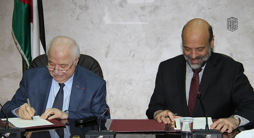 HE Dr. Talal Abu-Ghazaleh and HE Dr. Omar Al-Razzaz, Minister of Education sign an agreement donating 100 computers (TAGITOP 14) from Talal Abu-Ghazaleh Organization (TAG-Org) to the King Abdullah II Schools for Excellence