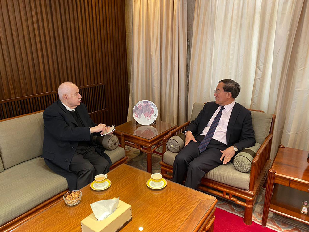 In his meeting with the Chinese Ambassador to Jordan Abu-Ghazaleh Expresses Solidarity with the People