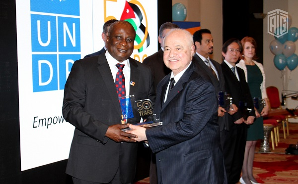 Edward Kallon, resident representative of the United Nations Development Programme (UNDP) honors HE Dr. Talal Abu-Ghazaleh during a special ceremony held under the patronage and presence of the Prime Minister Dr. Abdullah Al-Nsour