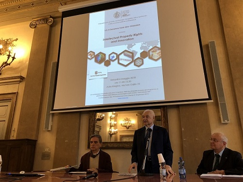 HE Dr. Talal Abu-Ghazaleh delivers a lecture at Florence University attended by the students and faculty members.